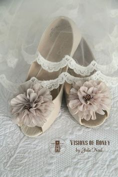 Country wedding bride wore flats. #country #wedding #ideas #rustic #flats