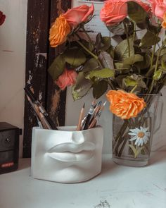 Plaster decor. Davids lips. Cool Gadgets To Buy, Antique Desk, Easy Food To Make, Modern Exterior, Desk Organization, Desk Accessories, Pen Holders, Vases Decor, Handmade Shop