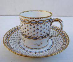Tasse XVIIIe Blanc De Sèvres, Signée, Au Frais Décor Parisien - porcelaines anciennes
