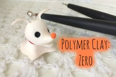 Jewelry OFF! Polymer Clay:Zero Nightmare Before Christmas tutorial Fimo Disney, Polymer Clay Disney, Polymer Clay Kunst, Polymer Clay Animals, Cute Polymer Clay, Polymer Clay Projects, Polymer Clay Charms, Polymer Clay Creations, Diy Clay