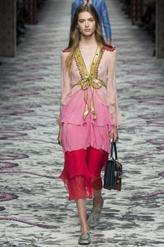 Gucci Spring 2016 Ready-to-Wear Fashion Show - Viola