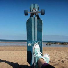 Sun seeker, newquay, cornwall, converse, longboard, beach, strand, chuck taylor, skater, active life, beach bum, sporty girl, fit girl, beaches in england, ocean, ozean, traveller, reisen, sport, sandy beach, sunshine, sonnenschein, strand tag, wellen, sonniges wetter, aktiv, schuhe, schuh, shoe love, relax, skateboarding, skateboarder, atom longboards