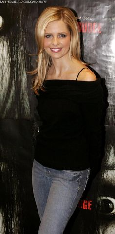 Sarah Michelle Gellar-hair Et tu, Jennifer Beals? Off-the-shoulder works.