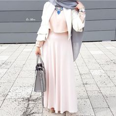 "1,325 Likes, 4 Comments - Hijab outfits  (@hijabfab) on Instagram: ""@awatefsoboh #hijabfab"""