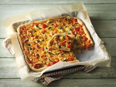 Juusto-kasvispiirakka Vegetable Pizza, Lasagna, Baked Goods, Deserts, Healthy Recipes, Healthy Food, Food And Drink, Meals, Baking
