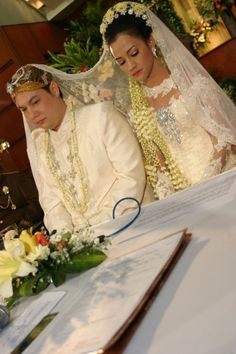 Indonesia - the wedding Traveling, In This Moment, Memories, Wedding Dresses, Beautiful, Fashion, Bride Gowns, Souvenirs, Wedding Gowns