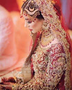 The true of a lies in the eyes of the looks absolutely on her 🥰 Pakistani Wedding Outfits, Pakistani Wedding Dresses, Bridal Outfits, Wedding Lehnga, Bridal Dress Design, Bridal Style, Beautiful Pakistani Dresses, Bridal Photoshoot, Bridal Pics