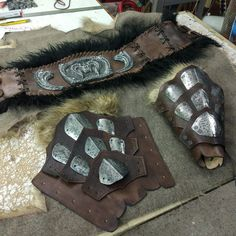 I love this bracers! Larp, Sca Armor, Medieval Armor, Rat Costume, Costumes, Conquest Of Mythodea, Undead Knight, Barbarian Costume, Leather Bracers