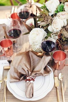 Amber and copper are cozy and warm colors, and I can't find more natural ones for a fall wedding. Mix them together and create a wonderful and extremely elegant autumn fairytale! Chair and table décor, florals...