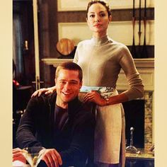 angelina jolie and brad pitt mr mrs Angelina Jolie Movies, Angelina Jolie Style, Brad Pitt And Angelina Jolie, Jolie Pitt, Bradd Pitt, Thelma Louise, Mr And Mrs Smith, Celebrity Photography, Cartoon Profile Pictures