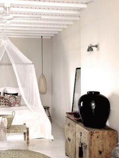 San Giorgio Mykonos Hotel in Mykonos, Greece is a luxury design hotel. San Giorgio Mykonos Hotel, between Paradise & Paraga Beach, offers stylish rooms. Romantic Bedroom Design, Modern Bedroom Decor, Coastal Bedrooms, Shabby Chic Bedrooms, Shabby Chic Furniture, Home Bedroom, Vintage Furniture, Bedroom Ideas, Ethnic Bedroom