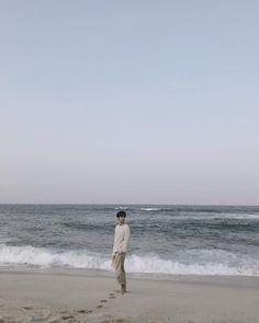 "13k Likes, 686 Comments - 차학연 (@achahakyeon) on Instagram: ""오늘의 기록_20180310 Refresh #동해바다 #여행"""