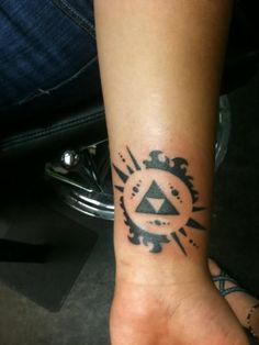 Freaking sweet tattoos on pinterest 49 pins for Triforce hand tattoo
