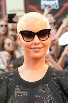 Amber Rose Cateye Sunglasses - Amber Rose arrived for the 2016 Much Music Video Awards wearing chic cateye sunglasses.