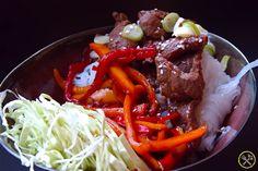 #KOREAANSE #PALEO #STEAK: Dit gerecht is deels gebaseerd op Koreaanse bulgogi. Sappige Koreaanse gegrilde steak reepjes met groentjes die op en top paleo zijn en zelfs whole30!