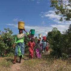 In Africa alone women spend 40 billion hours each year walking for water. We have a solution. We can solve it together// Sadece Afrika'da Kadınlar suya ulaşmak için 40 milyar saat yürüyorlar. Çözümümüz var. Birlikte bu sorunu çözebiliriz. #geleceğidönüştür #ideauniversal #water #africa #createfuture #herkeseanlat