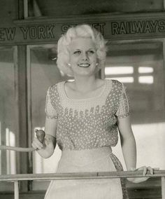 Dedicated to the original blonde bombshell Jean Harlow. Old Hollywood Stars, Golden Age Of Hollywood, Vintage Hollywood, Hollywood Glamour, Classic Hollywood, Hollywood Icons, Baby Jeans, Cinema, Jean Harlow