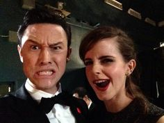 "Pin for Later: ""Sag' Cheese!"" Die besten Selfies der Stars Joseph Gordon-Levitt und Emma Watson Quelle: Facebook Joseph Gordon-Levitt"