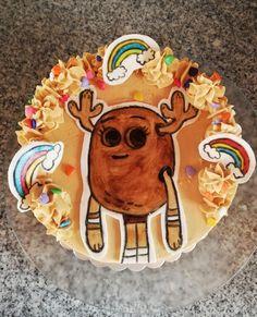Hola Amig🧡! Buen Sábado para todos!🌈 Amé ésta tortita! ésta llena de color y buenas energías, éste personaje de el increíble mundo de Gumball la encuentro demasiado tierna, es Penny!🌈 solo miren esa carita! jajajajajja Penny está en ésta ocasión dibujada y pintada a mano en una plaquita de fondant! Gracias por éste pedido tan bello!✨ #villaalemana #peñablanca #barrionortevillaalemana #quilpue #viñadelmar #pennyfitzgerald #elincreiblemundodegumball #pasteleriavillaalemana Gumball, Birthday Candles, Fondant, Lion Sculpture, Statue, Desserts, Color, World, Character