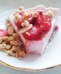 Strawberry Geek yogurt breakfast tart with granola