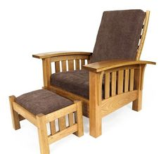 That's a gorgeous chair! I love it. | WoodworkerZ.com
