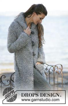 DROPS Lange vest of jasje met zak van Puddel met gehaakte randen en knopen Eskimo. Maat S t/m XXL. Gratis patronen van DROPS Design.