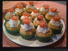 Cupcake salé tomate confite, basilic, parmesan, topping au fromage frais et graine de pavot