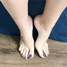 Pin on Feet Pretty Toe Nails, Pretty Toes, Feet Soles, Women's Feet, Pies Sexy, Nice Toes, Foot Pics, Barefoot Girls, Beautiful Toes