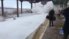 WebBuzz du 16/03/2017: Comment prendre le train après une tempête de neige-Howto take the train after a snowstorm  Aux USA, il est dangereux de prendre le train après une tempête de neige !!!  http://noemiconcept.com/index.php/en/departement-informatique/webbuzz-tech-info/207713-webbuzz-du-16-03-2017-comment-prendre-le-train-apr%C3%A8s-une-temp%C3%AAte-de-neige-howto-take-the-train-after-a-snowstorm.html#video