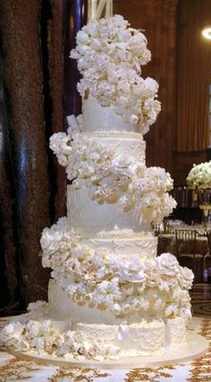 White Wedding Cakes White-wedding-cake-fit-for-a-queen. Fancy Wedding Cakes, Beautiful Wedding Cakes, Gorgeous Cakes, Wedding Cake Designs, Fancy Cakes, Pretty Cakes, Amazing Cakes, Luxury Wedding Cake, Cake Wedding