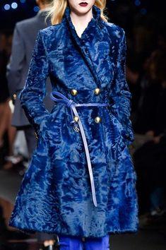 Ermanno Scervino at Milan Fashion Week Fall 2015 - Details Runway Photos Fur Fashion, Fashion Week, Daily Fashion, Fashion Show, Womens Fashion, Milan Fashion, Edgy Girls, Blazers, Ermanno Scervino