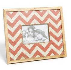 cute chevron frame http://rstyle.me/n/hg98hr9te