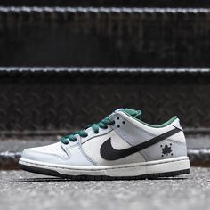 7496175d1979 Nike SB Dunk Low