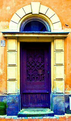Puerta morada