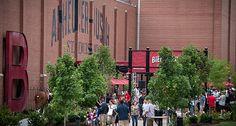 The Biergarten, Anheuser-Busch | St. Louis, MO :: Ettractions.com #brewerytours #thingstodoinstlouis #stlouisfun