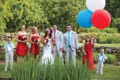 I am amazed I found these pictures of a wedding using the same concept as me, 4th of july but with BABY blue instead of navy!  I LOVE the ridiculously over sized balloons (anything mini or oversized is cute!) And there were lots of pictures of this particular wedding on the bridal guide page that were awesome with the daisy's on the chairs and on the tables! Daisys and Tulips are the flowers I would really love!  I like everything about this wedding except all the grass around the flowers!