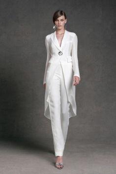 Completo elegante bianco di Donna Karan - Abito da cerimonia con pantalone  bianco di Donna Karan. Abbigliamento ... 38443ec38ef