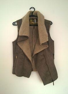 Kup mój przedmiot na #vintedpl http://www.vinted.pl/damska-odziez/okrycia-wierzchnie-inne/10872110-cieply-bezrekawnik-kozuszek-denim-co-38