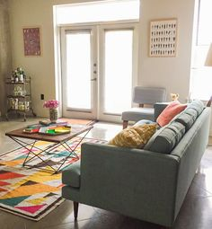 A Colorful Mid-Century Style Living Room In Austin Furniture Styles, Home Furniture, Furniture Design, Home Living Room, Living Room Decor, Living Spaces, Colourful Living Room, Sofa Styling, Mid Century Style