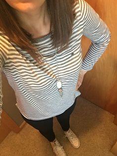 Grey striped shirt, black skinnies, Kendra Scott necklace, converse