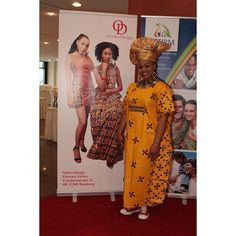 Gele (African Crown) from  www.oriwo-design.de A happy shopper loving what she got. #oriwodesign #slowfashion #africanfashion #happyclient #ilovemyclients #handmade #madeingermany #africanwomenineurope #womensupportingwomen #ankaradress #kaftan #caftan #africanwaxprint #dresswithconverse #converse #africanqueen #happyshopping #gele #ankaraheadwrap #geleheadwrap #banner #banneradvertisement