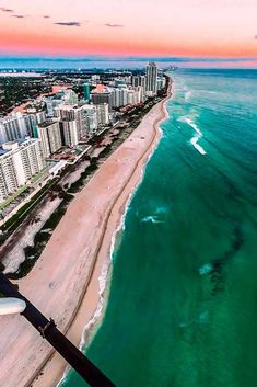 Best things to do in Florida, amazing and entertaining activities for both kids and adults in Florida, pleasant places to visit in florida Beach Pool, Miami Beach, Stuff To Do, Things To Do, Miami Florida, Sandy Beaches, Meeting New People, Travel Couple, Best Vacations