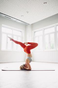 When To Do Yoga Poses. Stabilize Your Yoga Exercise Ideas Making Use Of These Guidelines. Pranayama, Yoga Inspiration, Yoga Fitness, Yoga Headstand, Handstands, Photo Yoga, Beautiful Yoga Poses, Kreative Portraits, Yoga Exercises