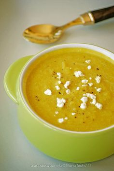 Oz says, cruciferous veggies such as cauliflower have been found to help prevent cancer. What is more, a cauliflower soup with medicinal spices is a great way to start a healthy detox diet for the kidneys. Dill Soup Recipe, White Bean Sausage Soup, Curried Cauliflower Soup, Vegan Lentil Soup, Curry Spices, Vegetable Stew, Healthy Soup Recipes, Food Hacks, Food And Drink