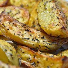 Egy finom Rozmaringos sült krumpli ebédre vagy vacsorára? Rozmaringos sült krumpli Receptek a Mindmegette.hu Recept gyűjteményében!