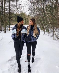 56 Cute Winter Picture for Teen Girl Fashion The post 56 Cute Winter Picture for Teen Girl Fashion & Fotografie appeared first on Galia Sto. Bff Pics, Photos Bff, Best Friend Pictures, Cute Friend Photos, Winter Outfits For Teen Girls, Winter Mode Outfits, Winter Fashion Outfits, Snow Fashion, Fashion Fashion