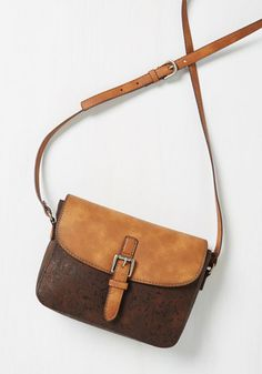 You masterfully craft outfits to showcase your great taste in accessories, especially when you want to highlight the circular sophistication of this crossbody bag! Geometrically graceful, this vegan faux-leather bag boasts a blush hue and gold accents - perfect as a subtly sweet accent piece or the honored guest of your getup!