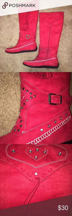 ❌Final price❌western style RED boots/size 7.5/NWOT So cute and red is the color for fall 2017! Moccasin style. Man made suede. NWOT. First photo has shadows from flash, not stains! SMOKE FREE HOME. tradeslowballs Shoes Moccasins