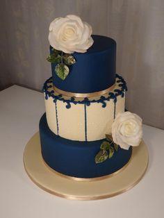 wedding cakes greenery For the wedding exhibition 2017 Fall Wedding Cakes, Beautiful Wedding Cakes, Wedding Cake Designs, Wedding Cupcakes, Beautiful Cakes, Royal Blue Cake, Royal Cakes, Bolo Paris, Elegant Birthday Cakes
