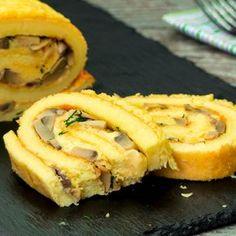 O ruladă aperitiv delicioasă, preferată de toți oaspeții, nu crezi? Încearcă și tu! - savuros.info Quiche, Onion Rings, Spanakopita, Food Design, Cheesesteak, Tasty Dishes, Apple Pie, Sandwiches, Deserts